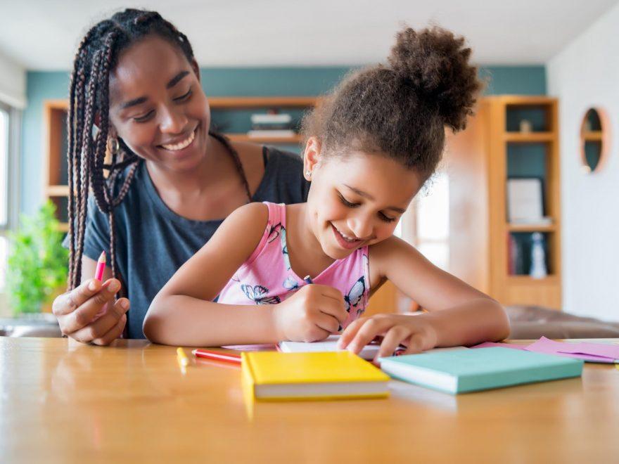 Volta às Aulas: como ajudar as crianças com as lições de casa?
